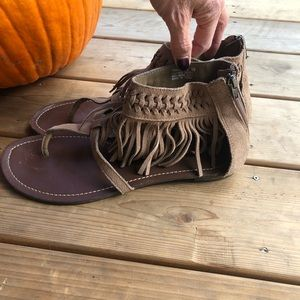 Minnetonka Tan Brown Suede Fringe Sandals Sz 10